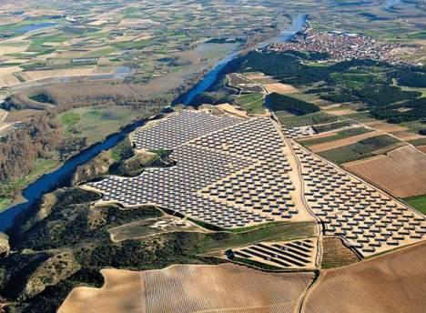 La 'huerta solar' Monte Lato, situada en un pueblo llamado Milagro (Navarra).