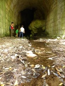 niños en la mina